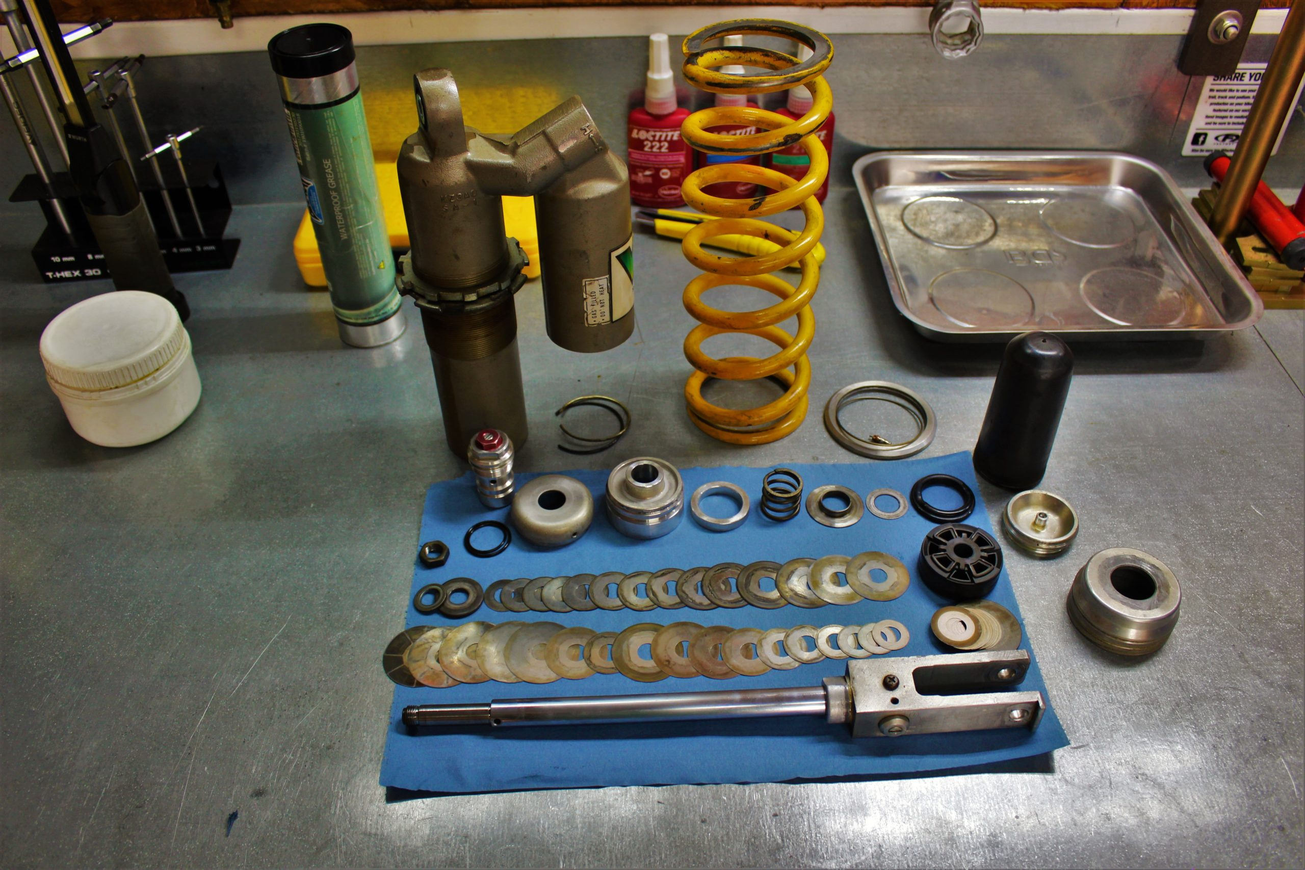 suspension exploded view shims revalvle