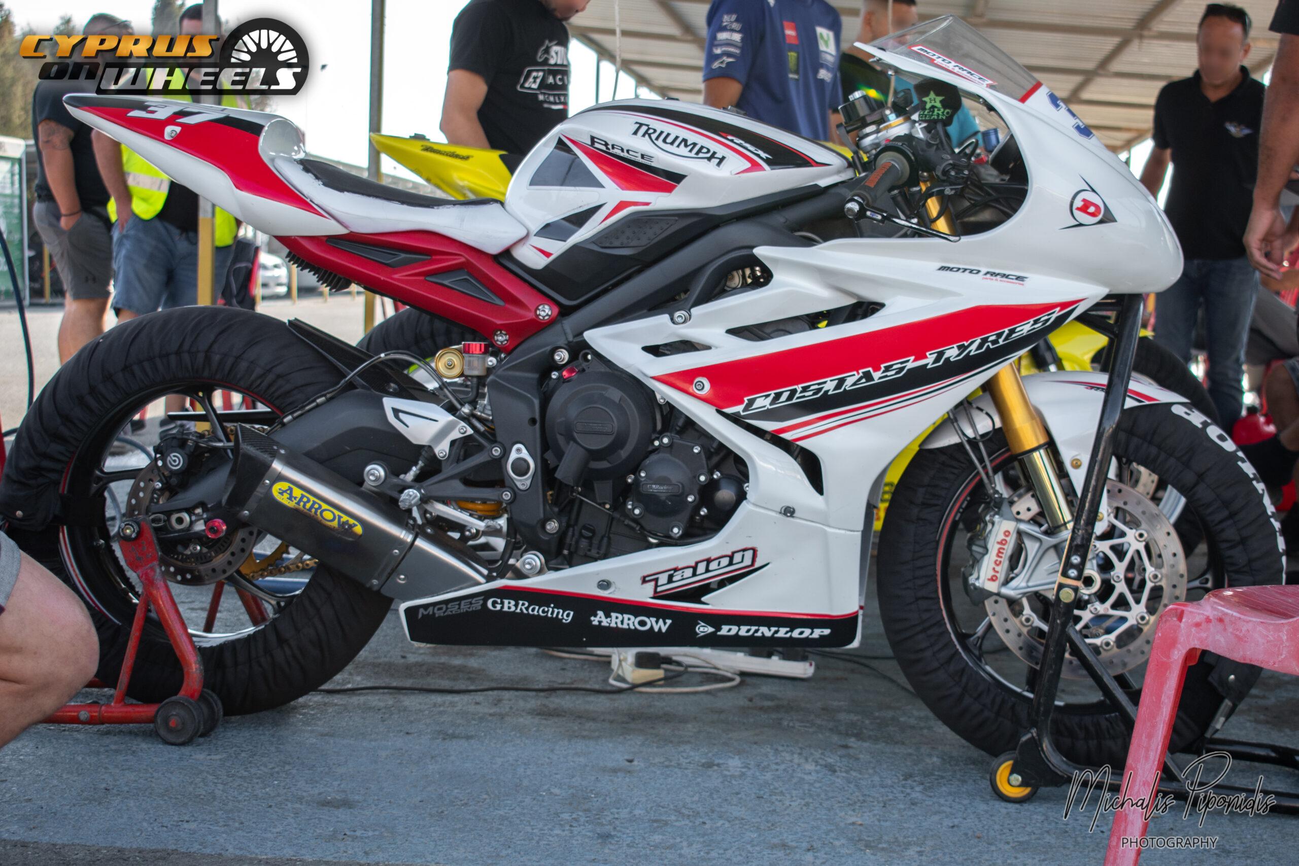 Triumph superbike pit stop