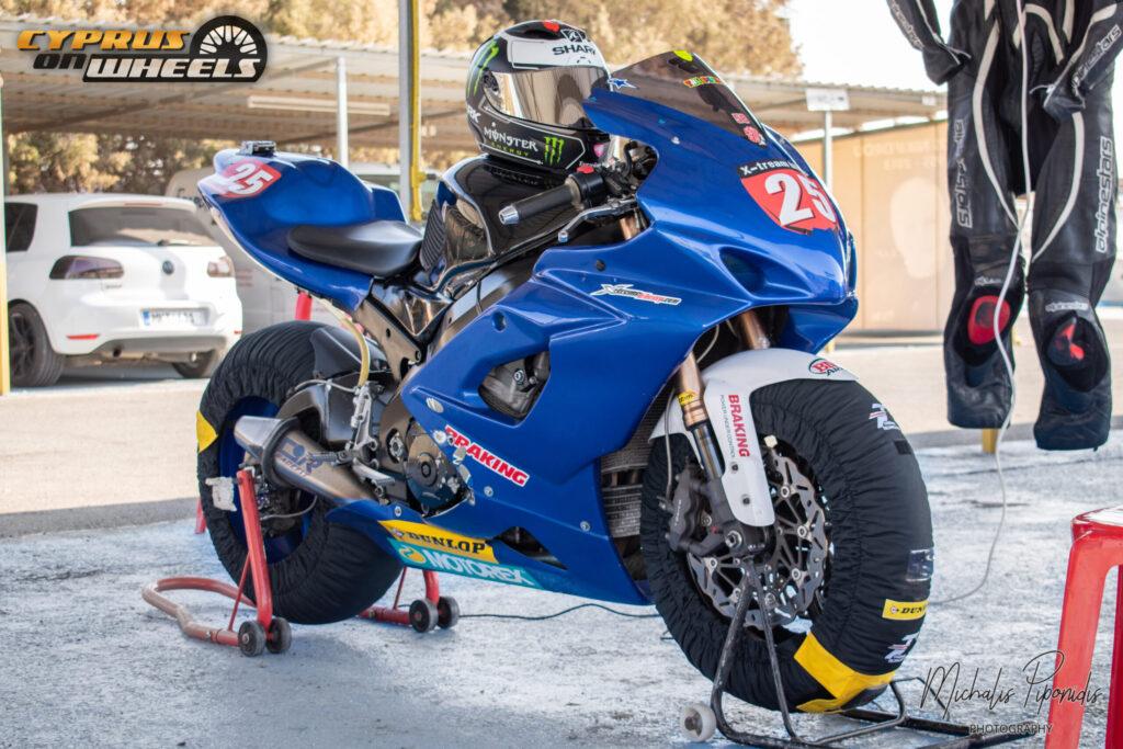 Blue suzuki gsxr track bike