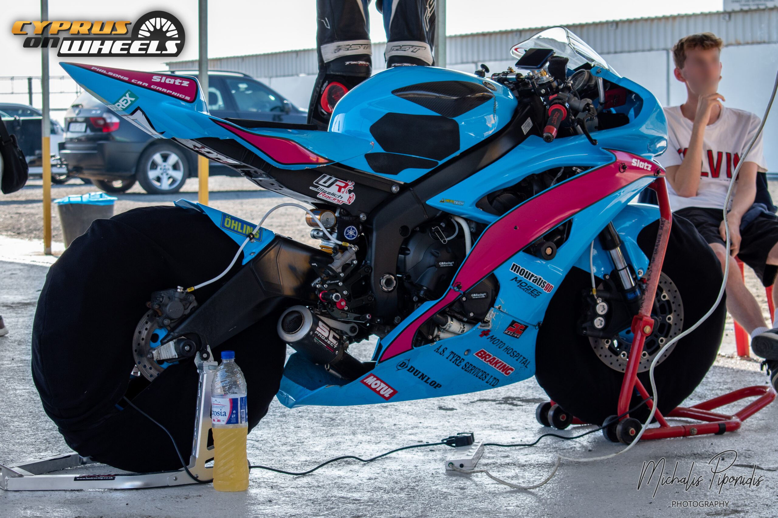 Teal superbike pit stop