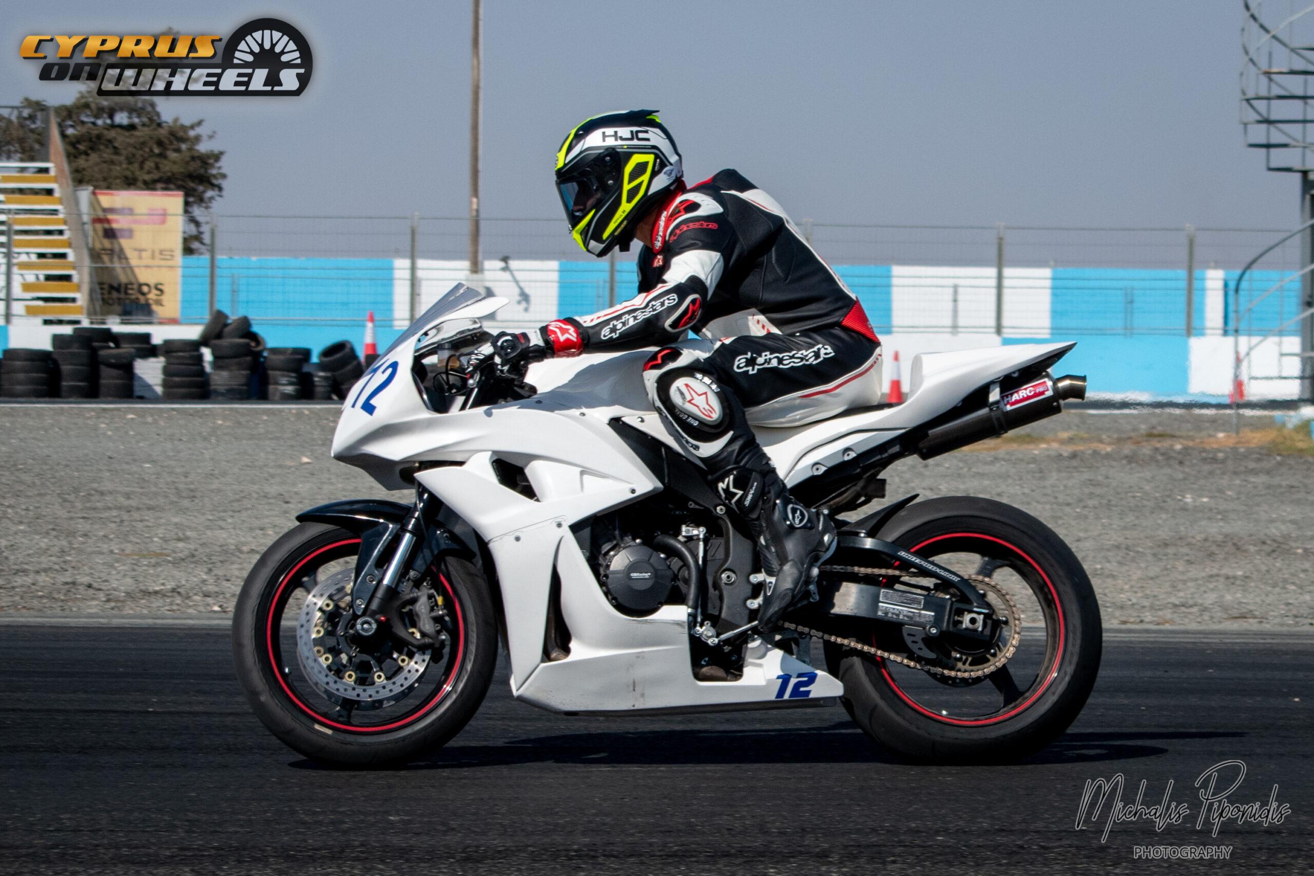white suzuki gsxr 1000