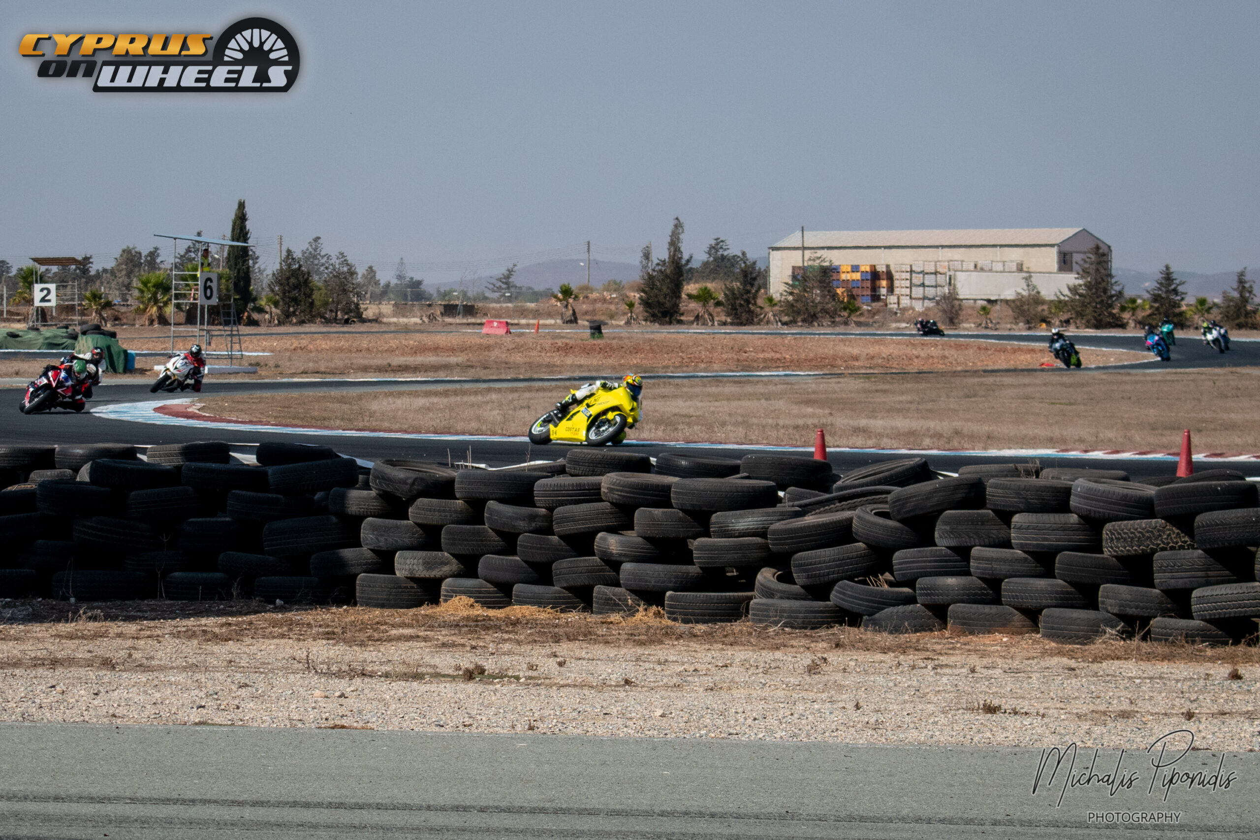 Yellow suzuki gsxr racing